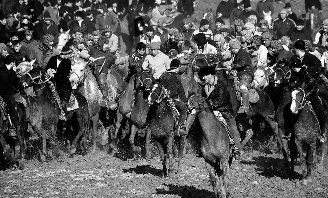 Buzkashi-in-afghanistan-group-riding