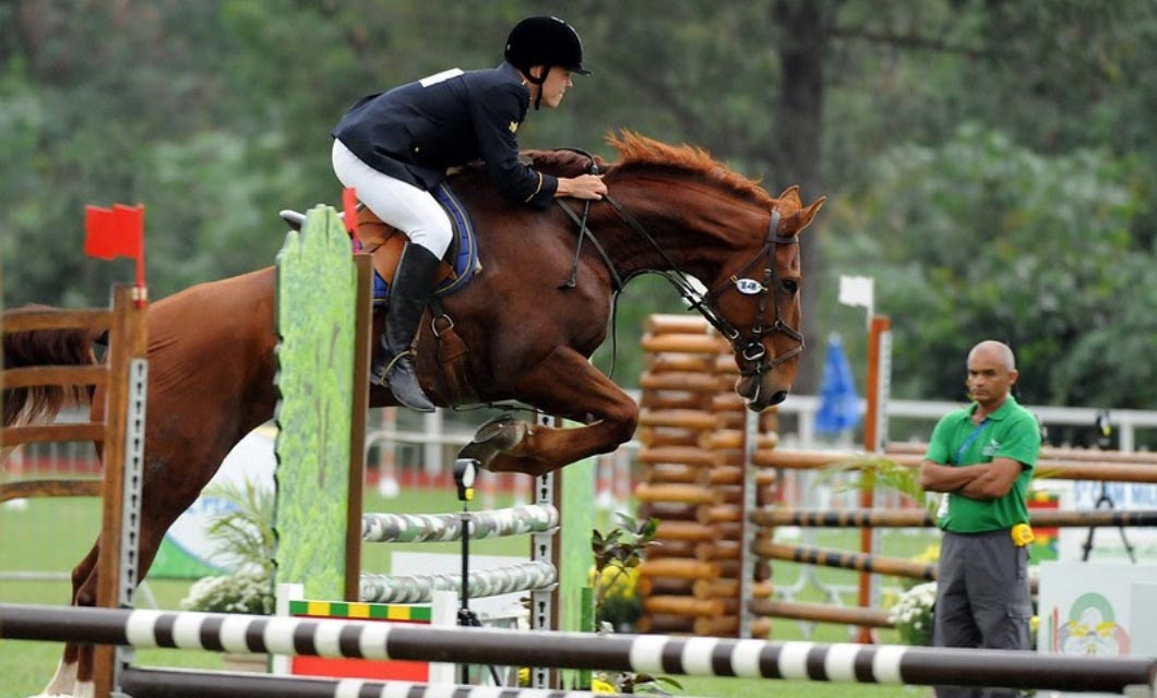 Equestrian_sports_showjumping_women_player_horse_La_Polo