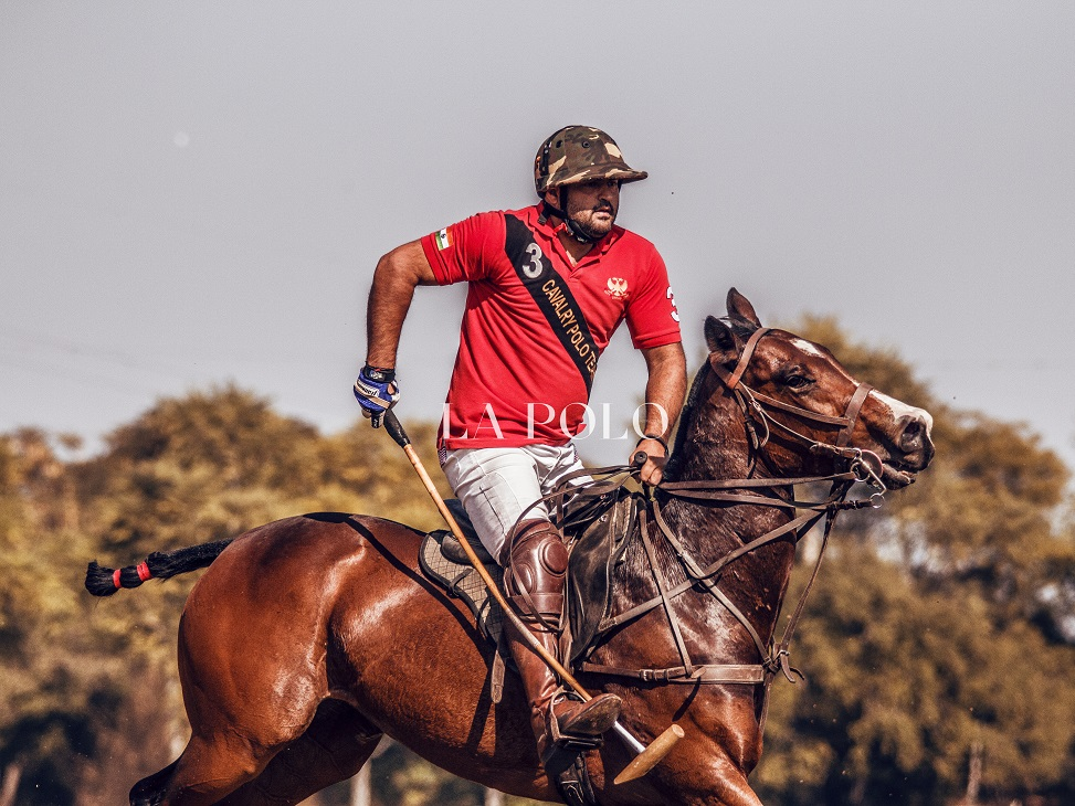 M1polo-horseplaying-polo-shorts_polo-match