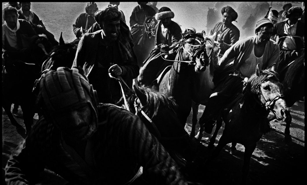 Riders-play-Buzkashi-Afghanistan-National-sport