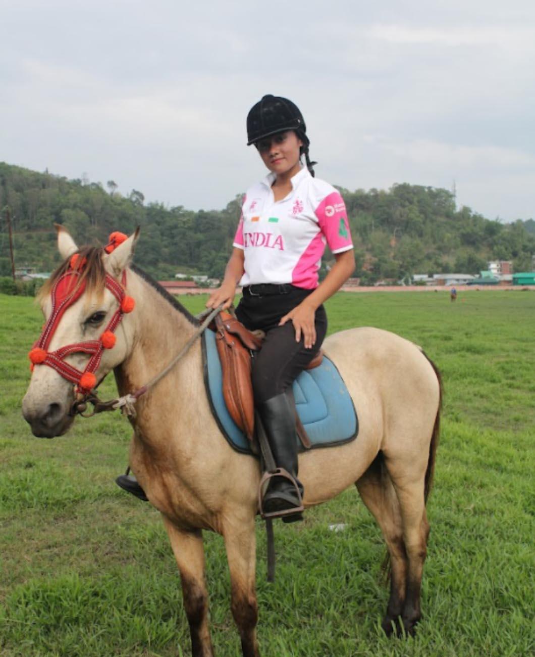 Victoria_Oinam_Manipur_women_polo_player_team_La_Polo