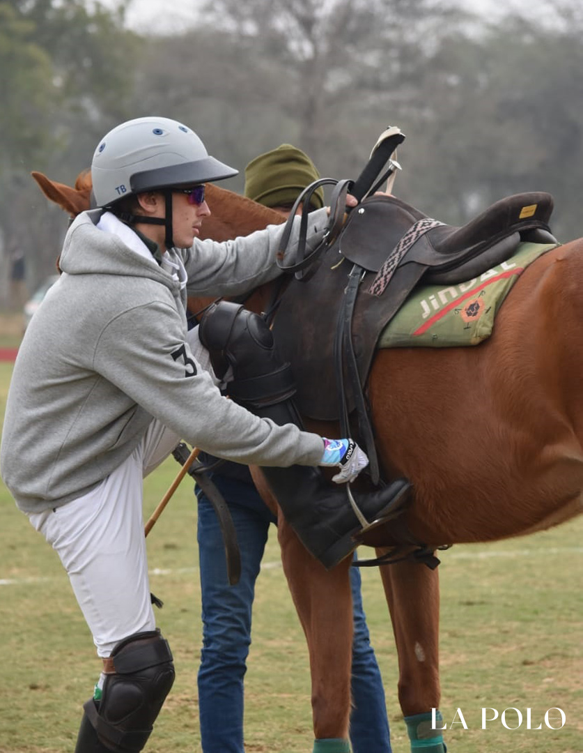 Cavalry Gold Cup : Tom a brodie