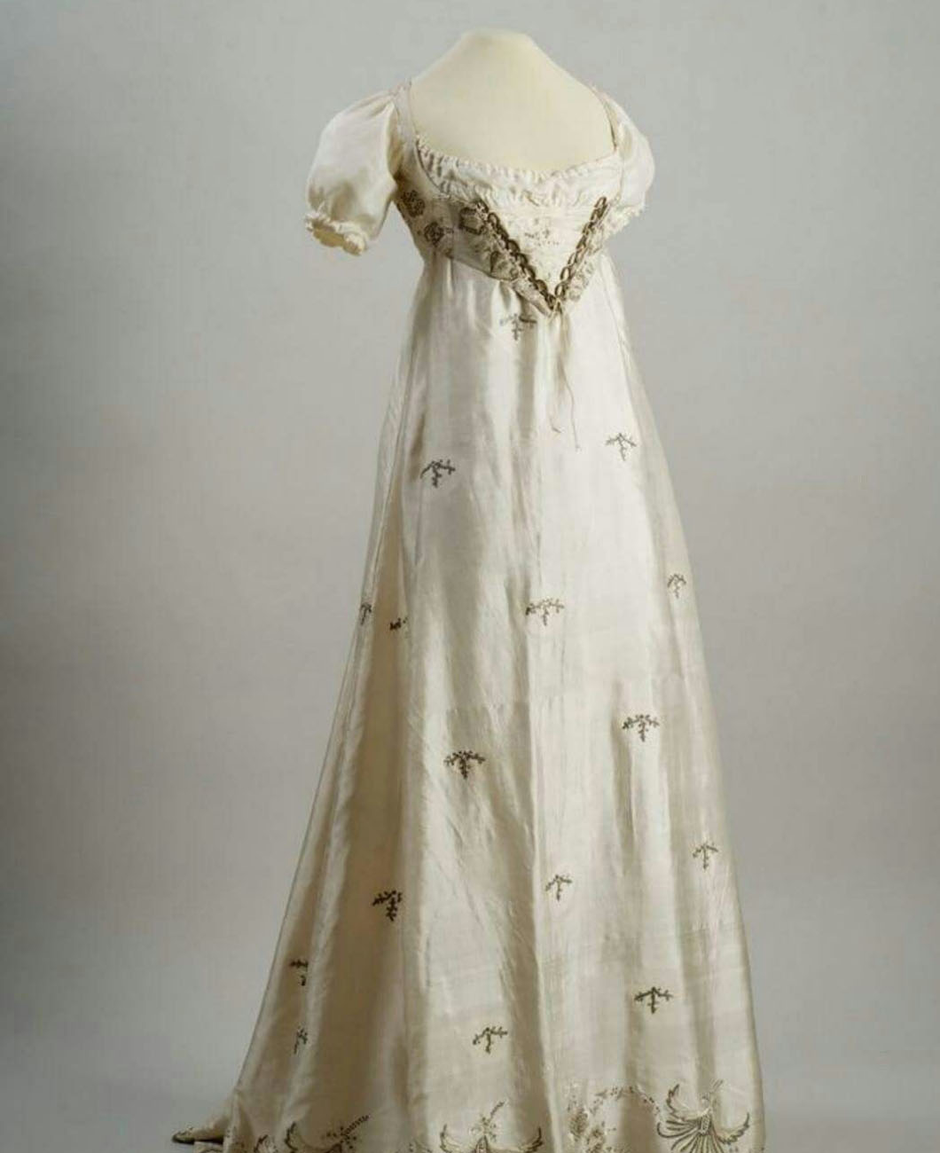 empire-waist-silhouette-la-polo-lapolo-fashion-trend-gown-high-waisted-victorian-regency