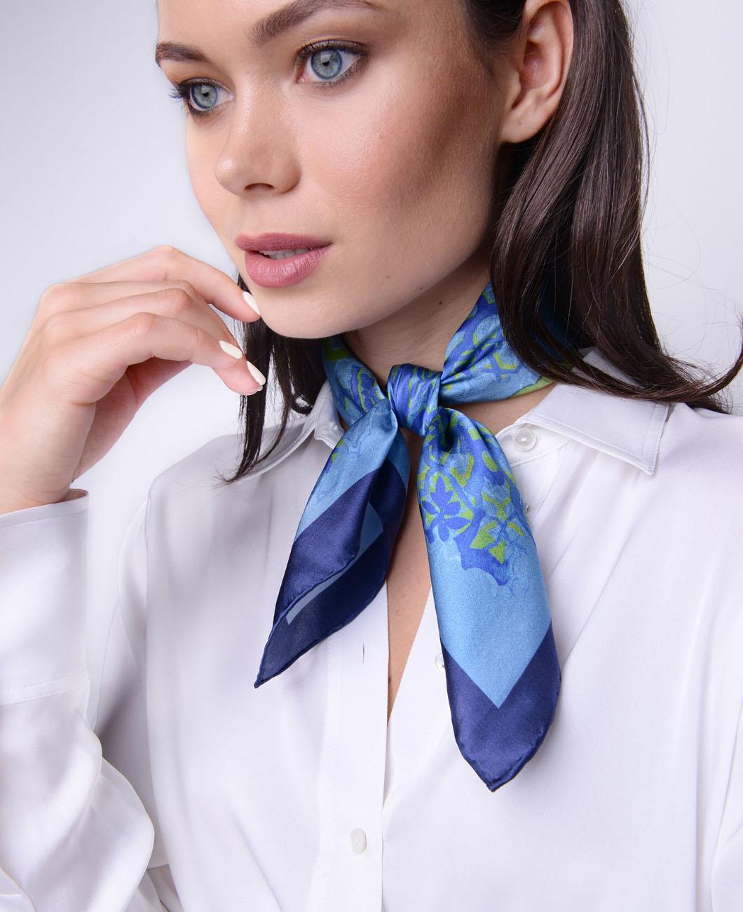neckerchief-necktie-shirt-elegant-outfit-carolina-herrara-la-polo-lapolo